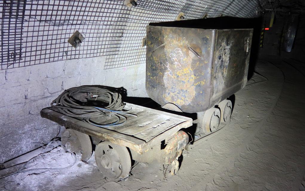 Důlní vůz plošinový